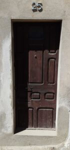 instalación ballesta puerta manresa antes