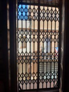 instalar reja ballesta puerta balcón mataró 2