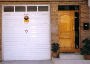 puerta garaje basculante residencial 2