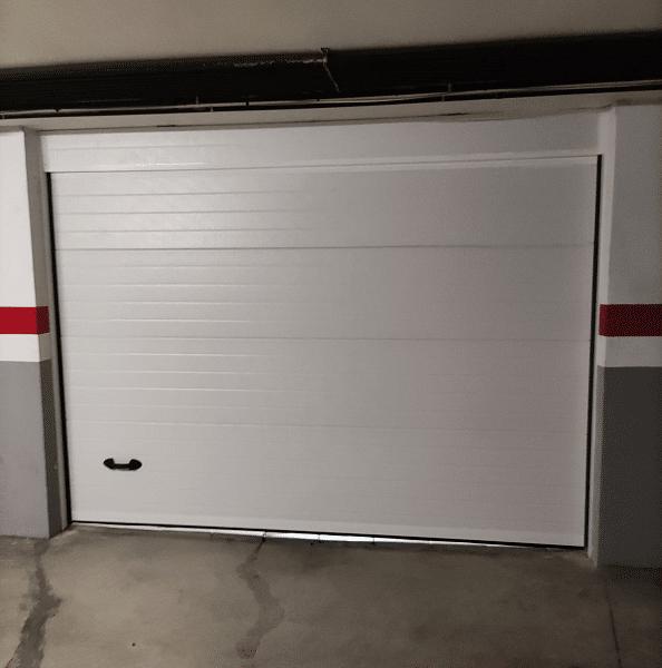 Instalación Puerta de Garaje Seccional en Badalona Después